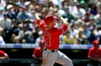 la-sp-0219-mark-trumbo-angels-20130219-001